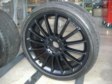 メルセデスベンツ C63 AMG ホイールペイント(マットブラック)